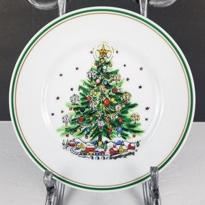 The Salem Collection Christmas Eve Small Plate